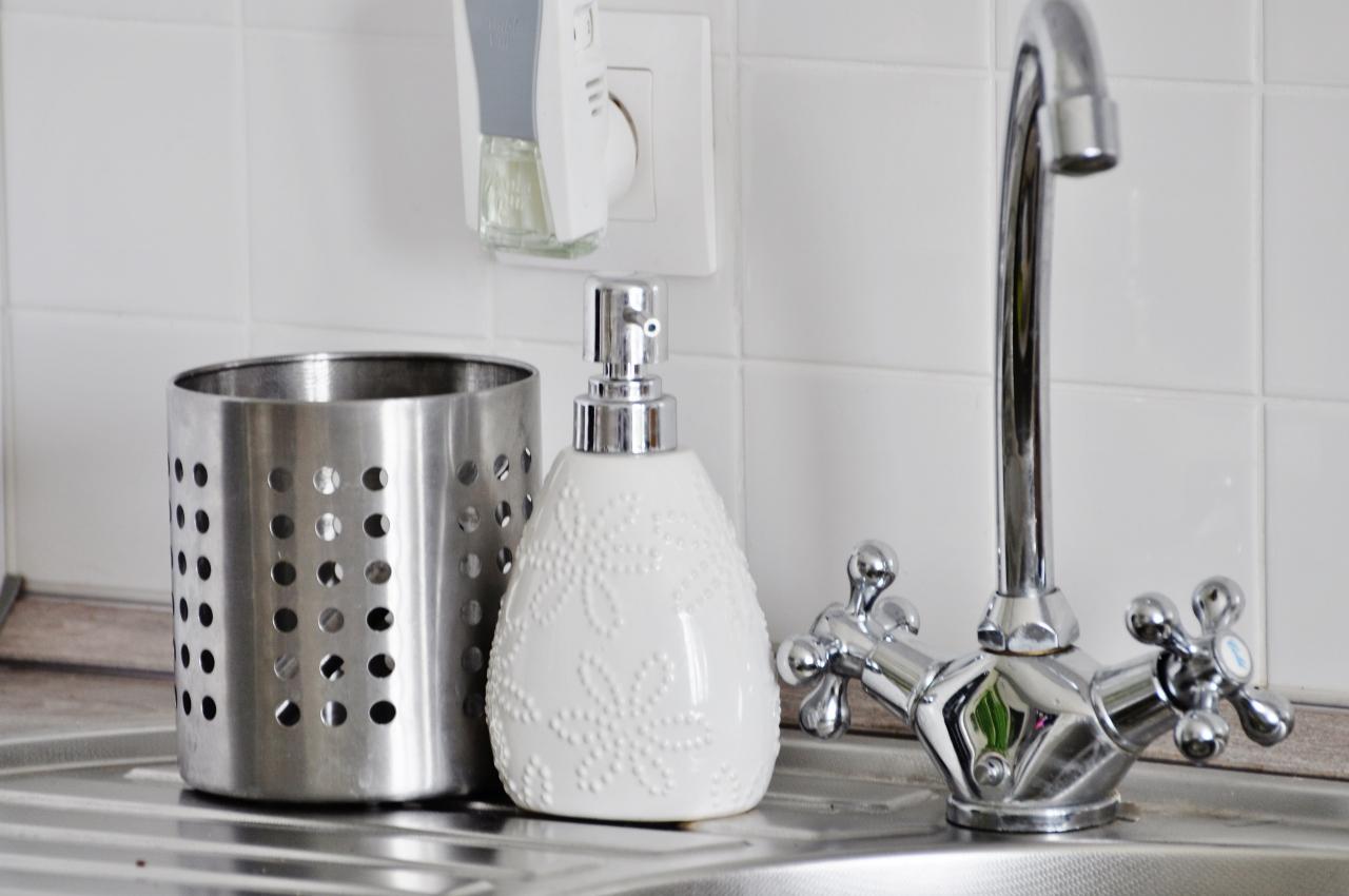 dozownik płyny do mycia naczyń biały