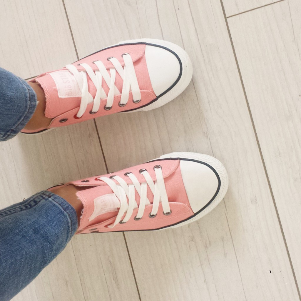różowe tenisówki