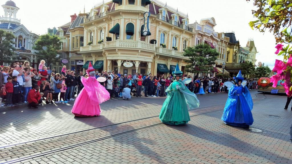 disneyland paryż parada