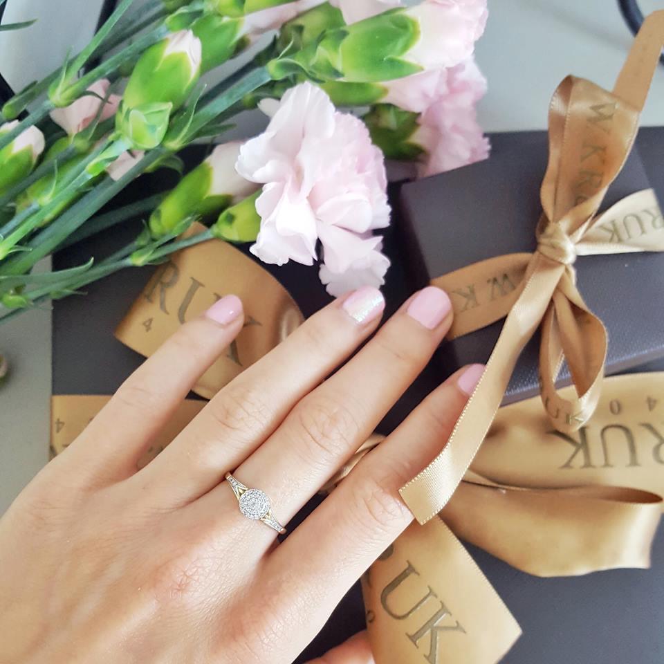 pierścionek z brylantami kruk