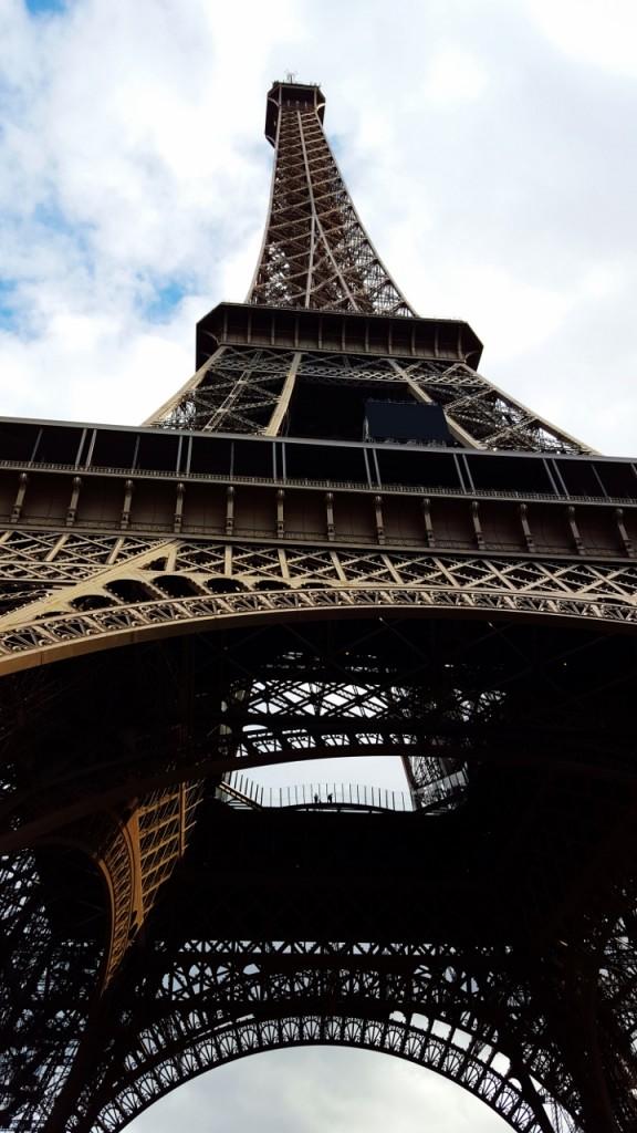 wieża eiffla ciekawe miejsca w paryżu10