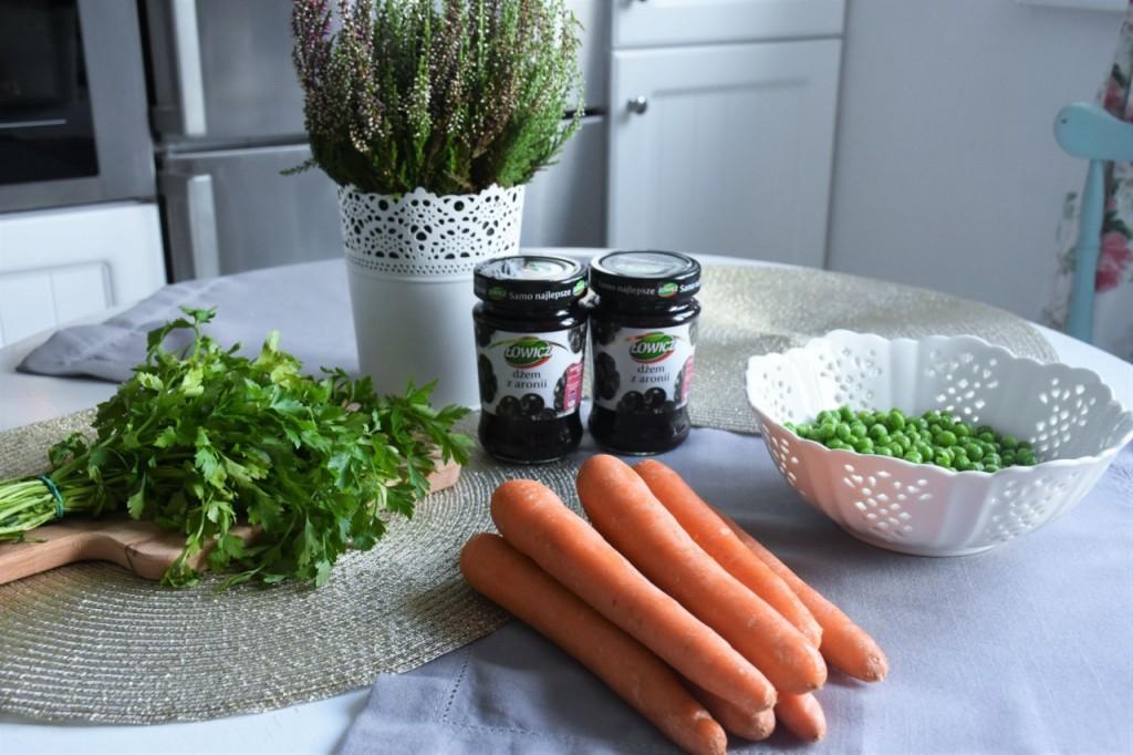 przepis-na-obiad-poledwiczka-w-ziolach-z-warzywami-blanszowanymi3