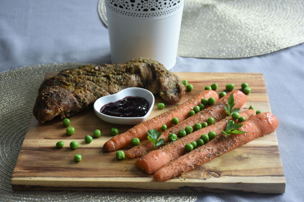 przepis-na-obiad-poledwiczka-w-ziolach-z-warzywami-blanszowanymi40