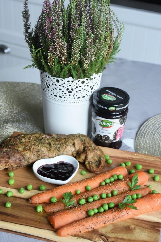 przepis-na-obiad-poledwiczka-w-ziolach-z-warzywami-blanszowanymi48
