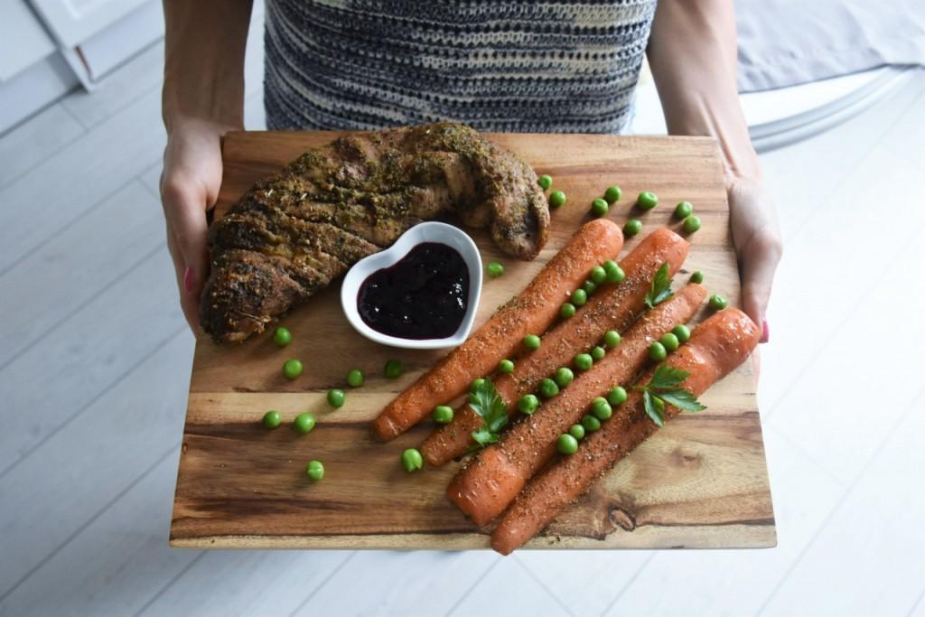 przepis-na-obiad-poledwiczka-w-ziolach-z-warzywami-blanszowanymi49