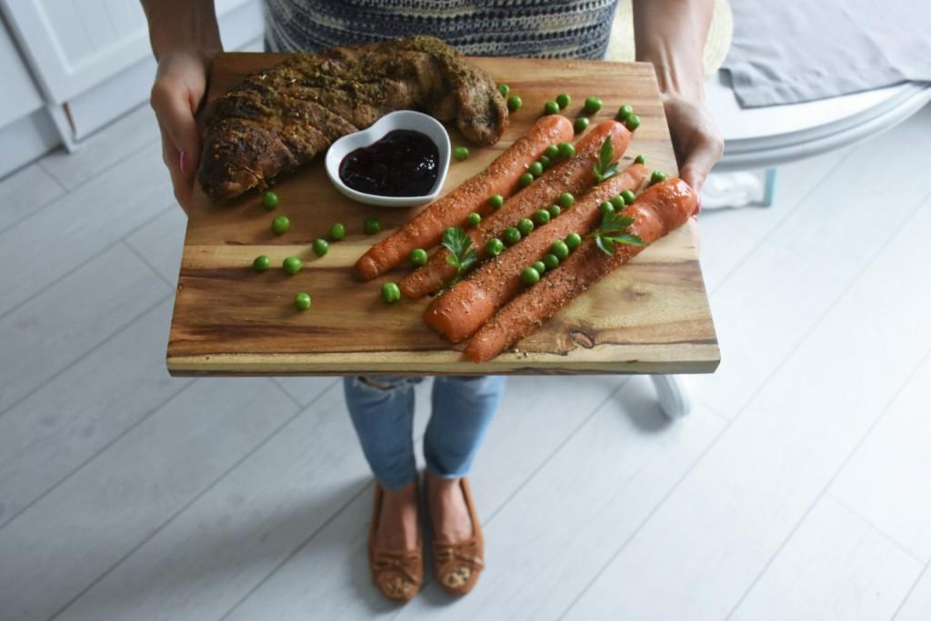 przepis-na-obiad-poledwiczka-w-ziolach-z-warzywami-blanszowanymi50