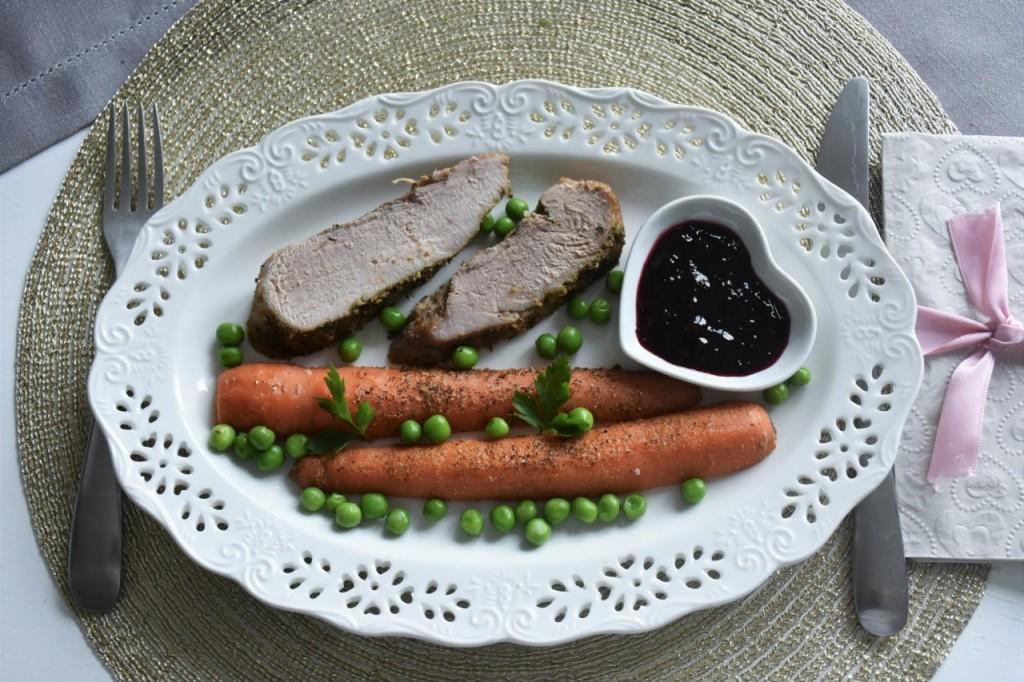 przepis-na-obiad-poledwiczka-w-ziolach-z-warzywami-blanszowanymi62