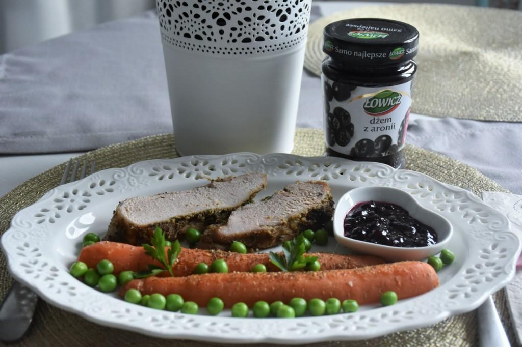 przepis-na-obiad-poledwiczka-w-ziolach-z-warzywami-blanszowanymi64