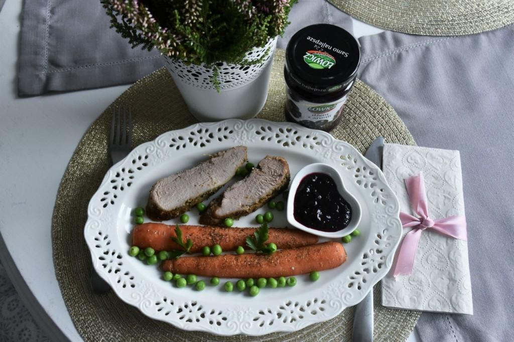 przepis-na-obiad-poledwiczka-w-ziolach-z-warzywami-blanszowanymi65