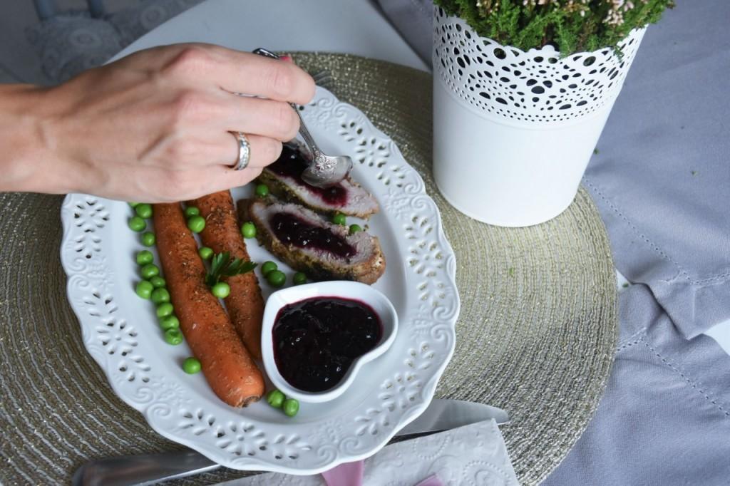 przepis-na-obiad-poledwiczka-w-ziolach-z-warzywami-blanszowanymi69