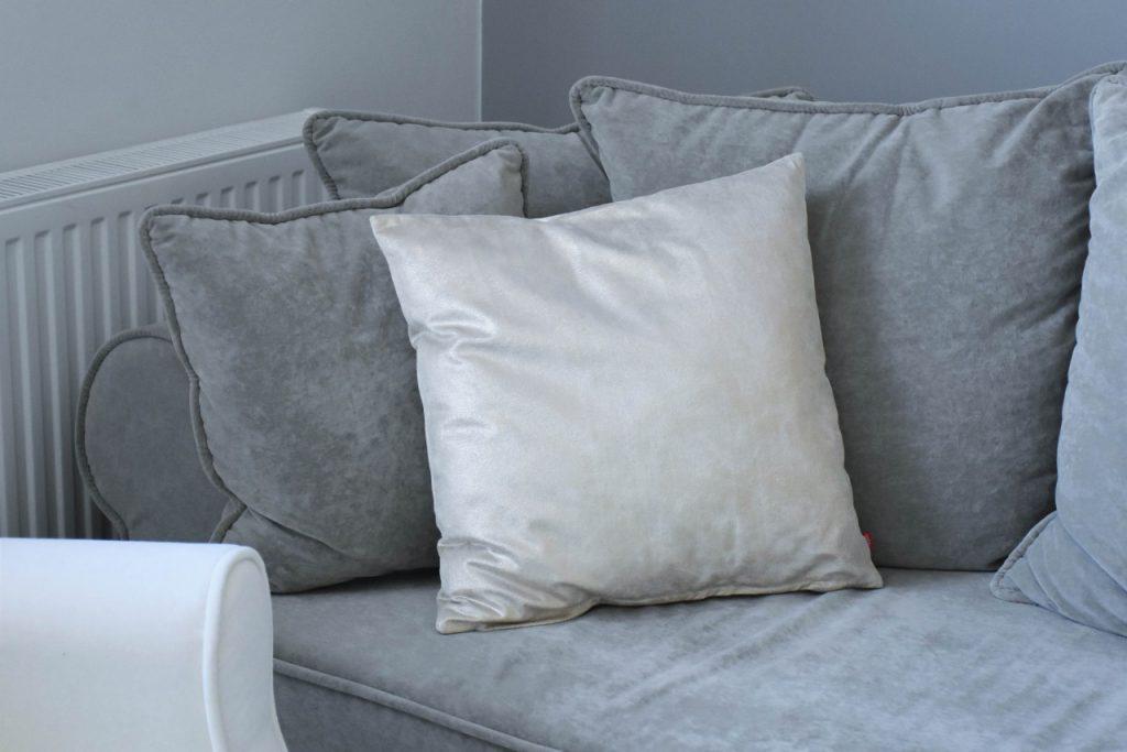 angielski-fotel-uszak-bialy-blog-wnetrzarski-ania-zajac-fashionable5