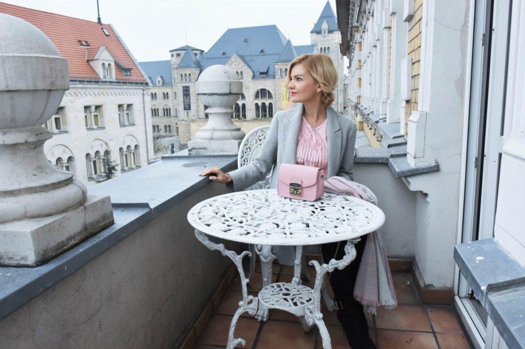 bluzka-pudrowy-roz-cos-i-torebka-furla-blog-moda-lifestyle-ania-zajac11