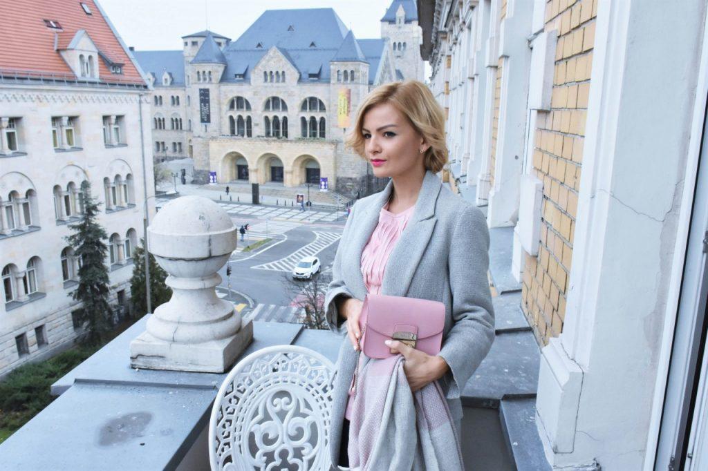 bluzka-pudrowy-roz-cos-i-torebka-furla-blog-moda-lifestyle-ania-zajac6