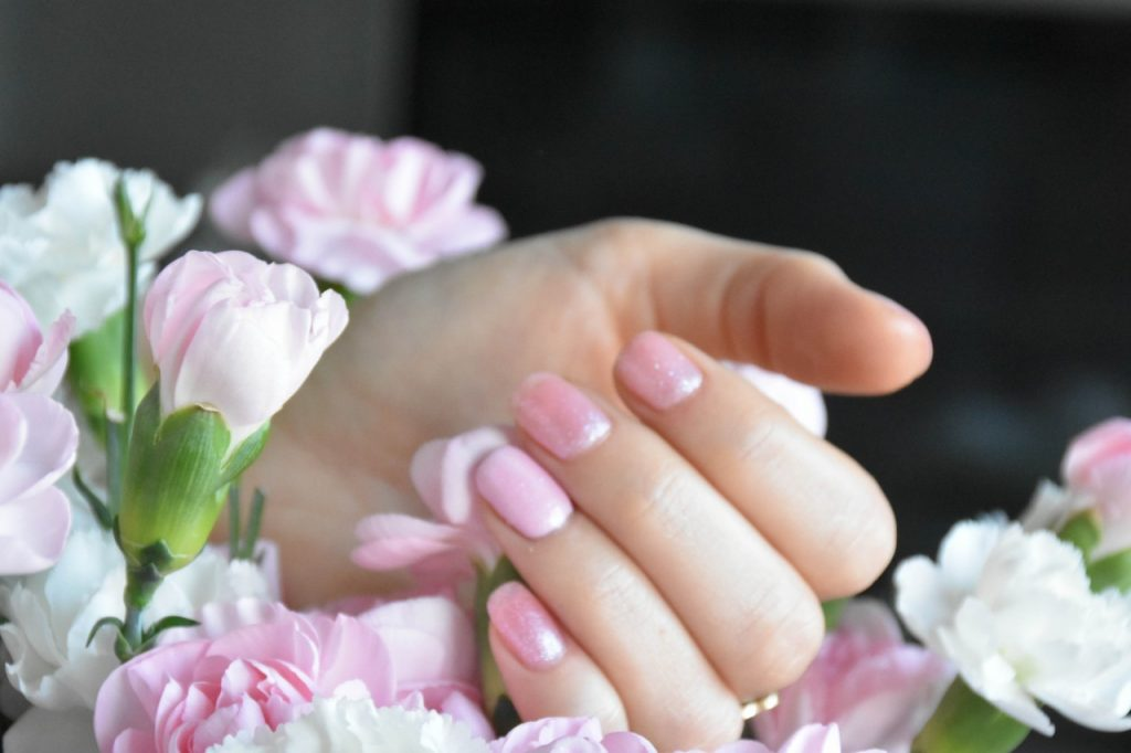 delikatny manicure hybrydowy semilac róż