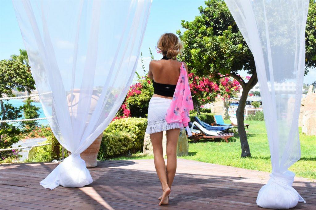 biała spódniczka plażowa calzedonia