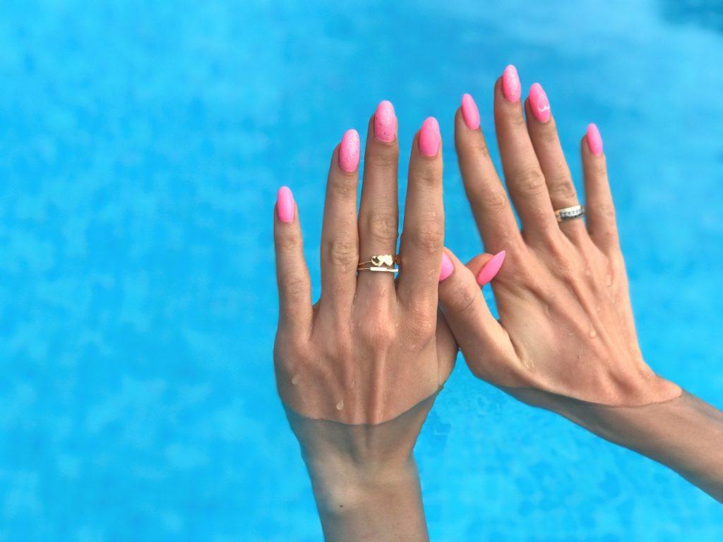 intetnsywny róż manicure hybrydowy 2 — kopia