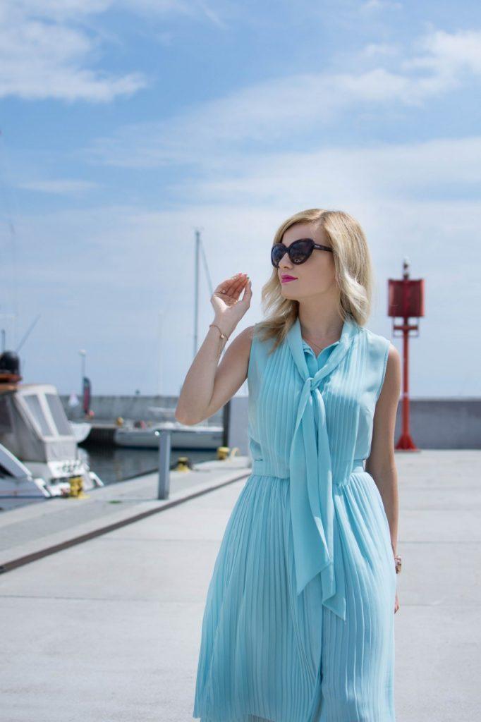 niebieska sukienka 10
