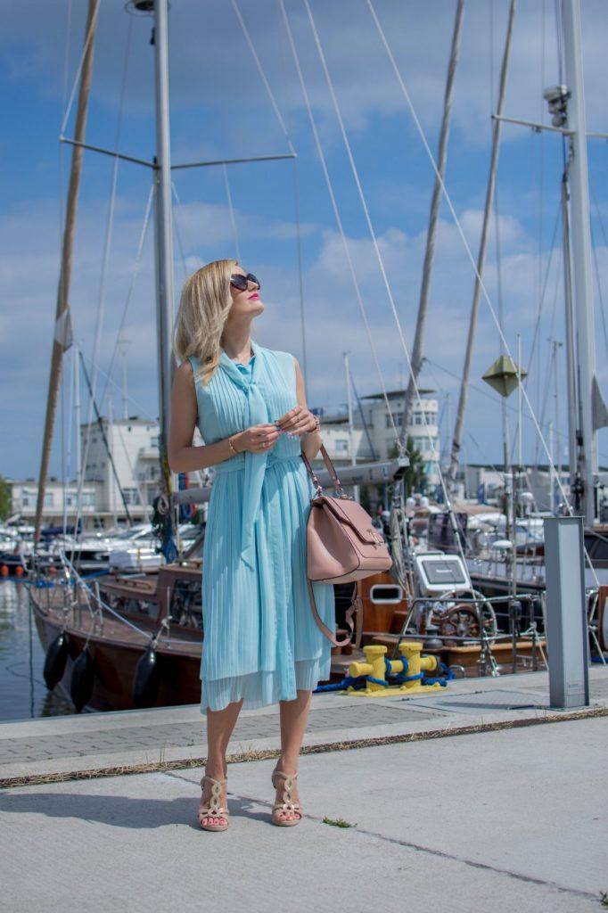 niebieska sukienka 7