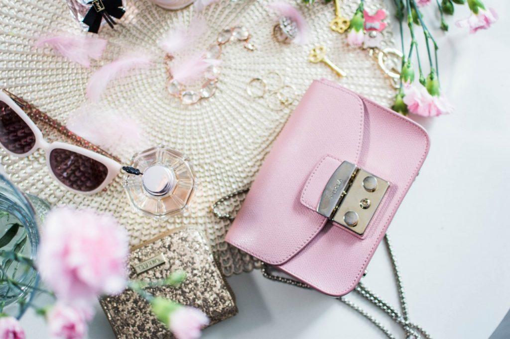 różowa torba furla