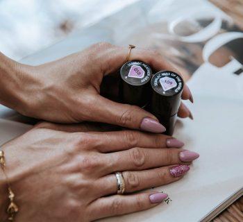 fioletowy manicure hybrydowy semilac