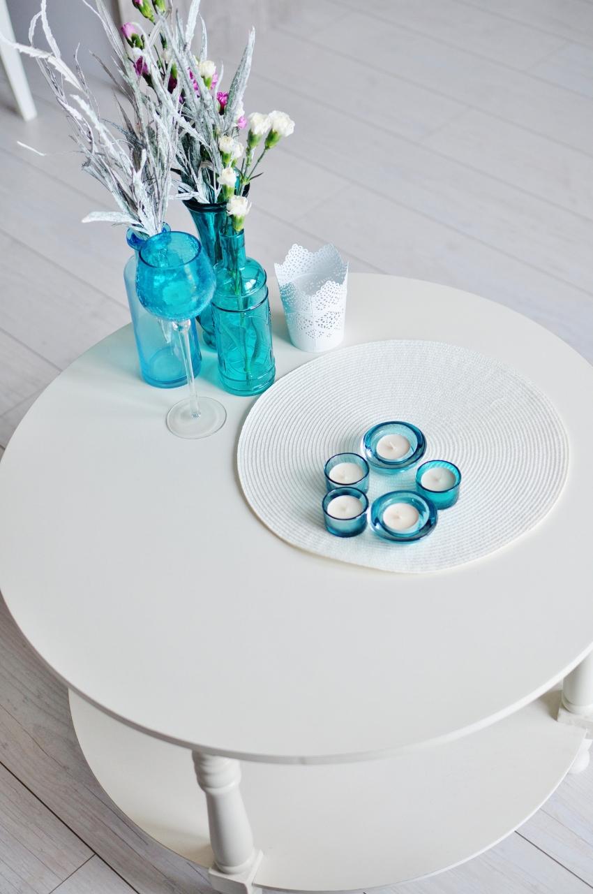 biały stolik prowansalski