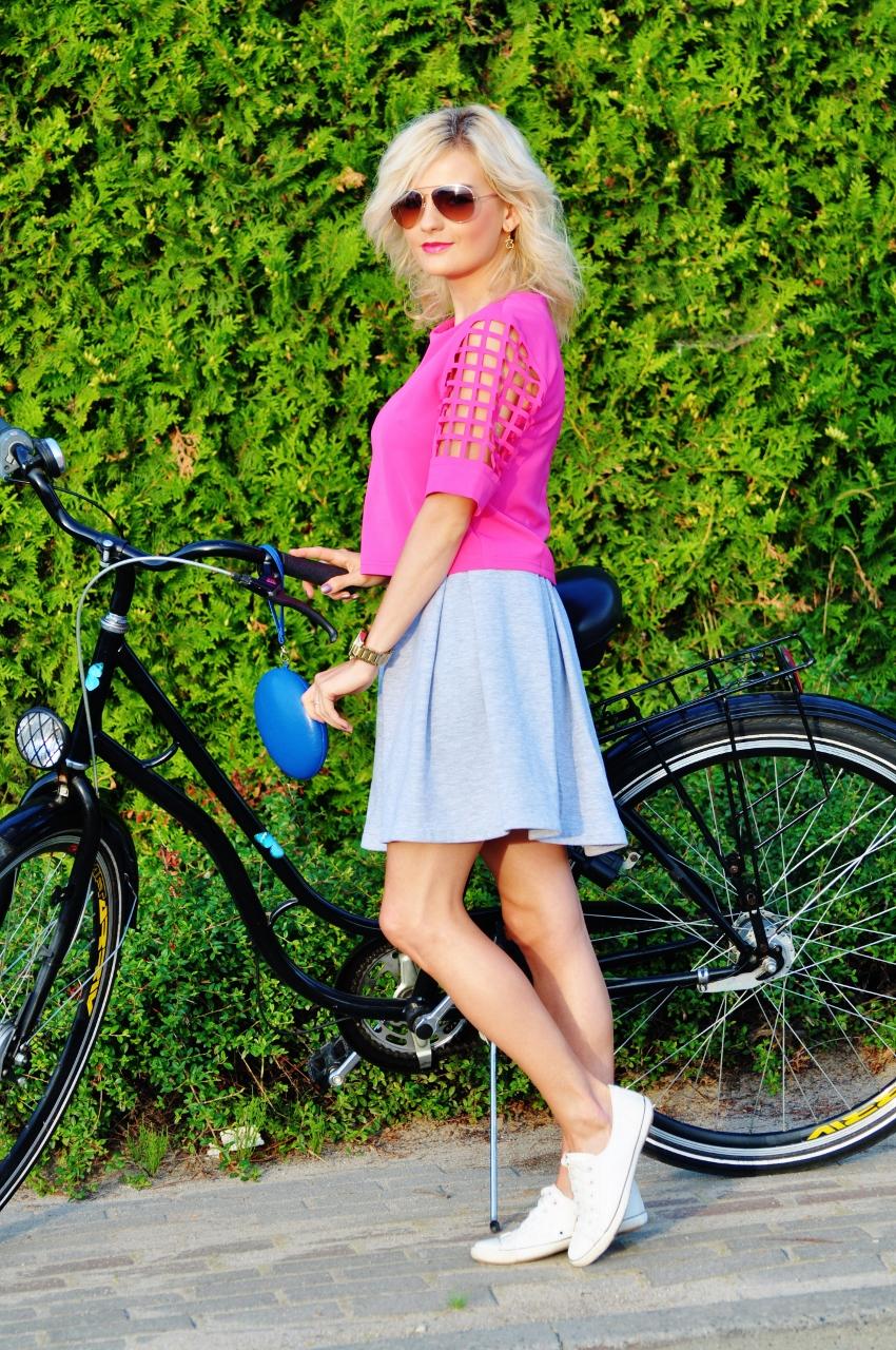różowa bluzka rower