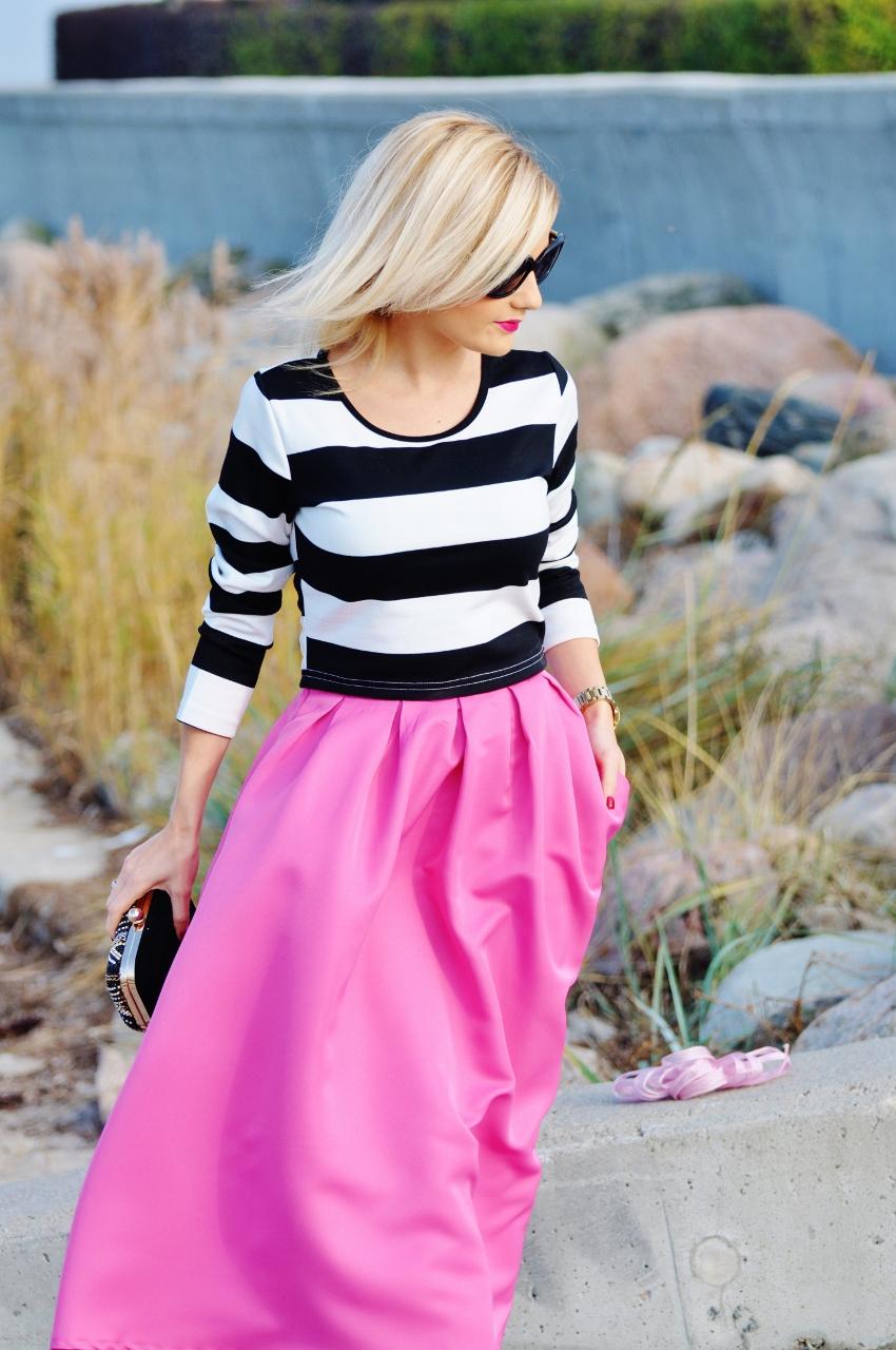 różowa rozkloszowana spódnica