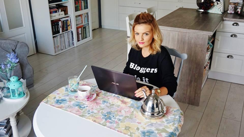praca asus blogger