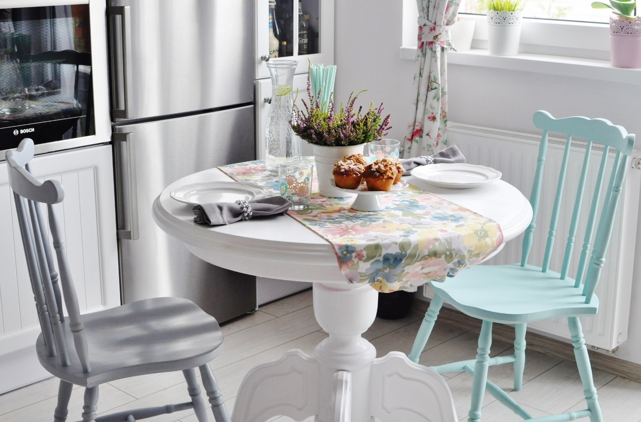 stół okrągły biały prowansalski