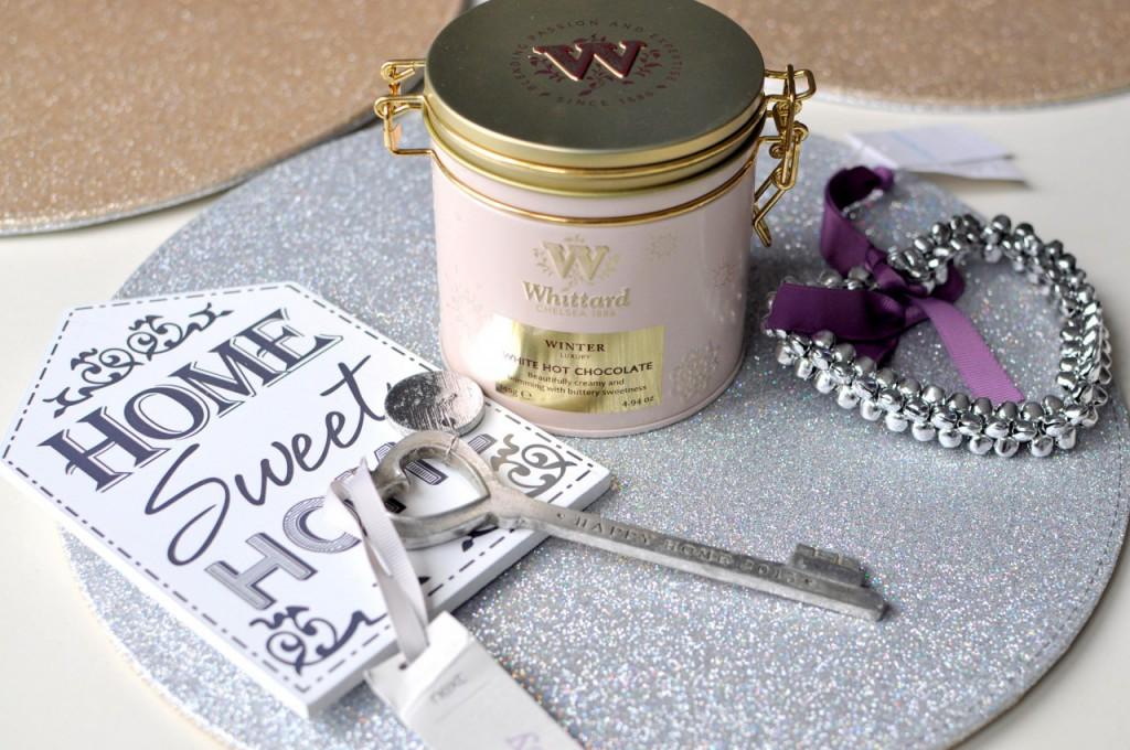 biała czekolada w puszce i detale do domu primark