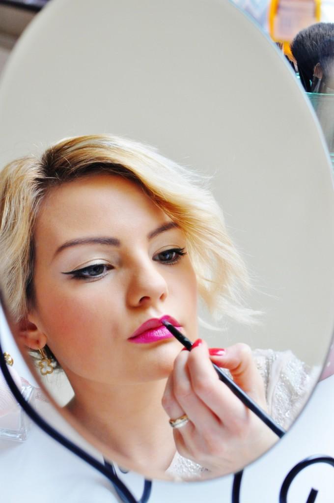 jak malować usta intensywnymi kolorami