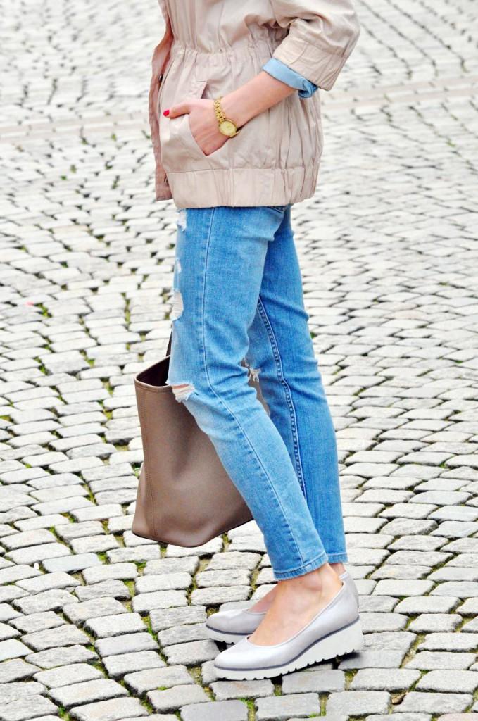 jeansy z dziurami stylizacja szwecja