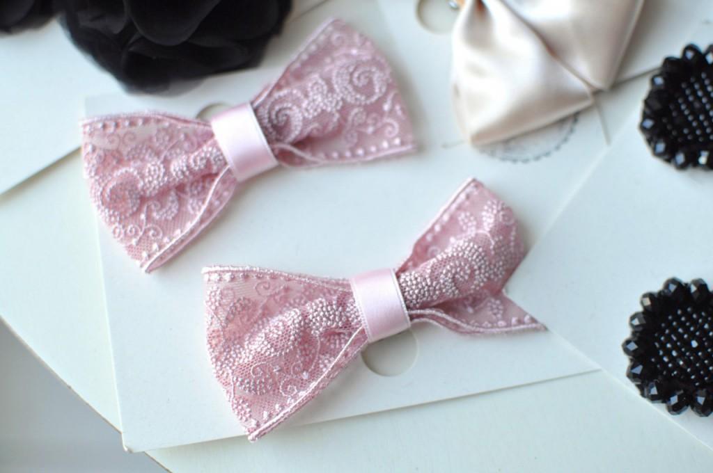 różowe kokardy ozdoby do butów