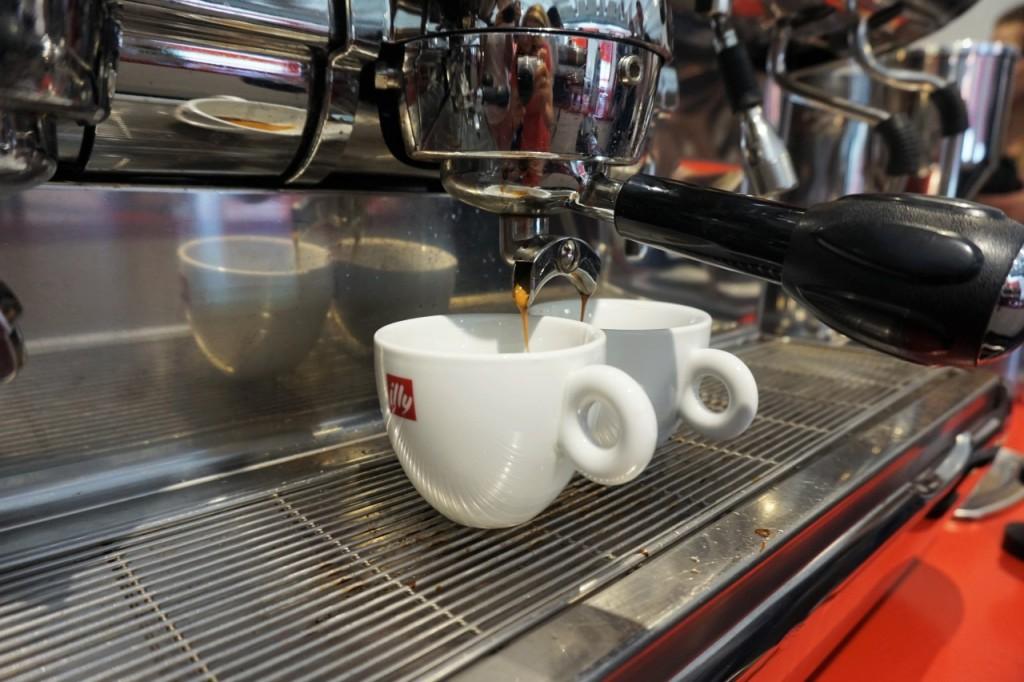 kawa illy najlepsza włoska kawa capuccino