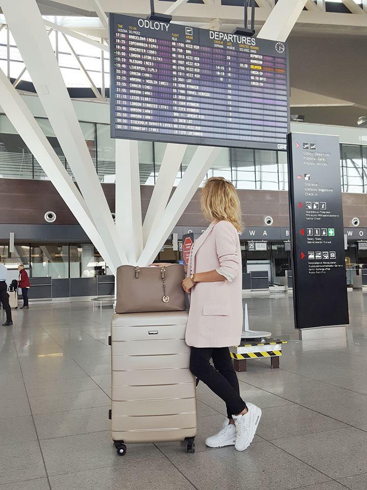 lotnisko wygodna stylizacja na podróż