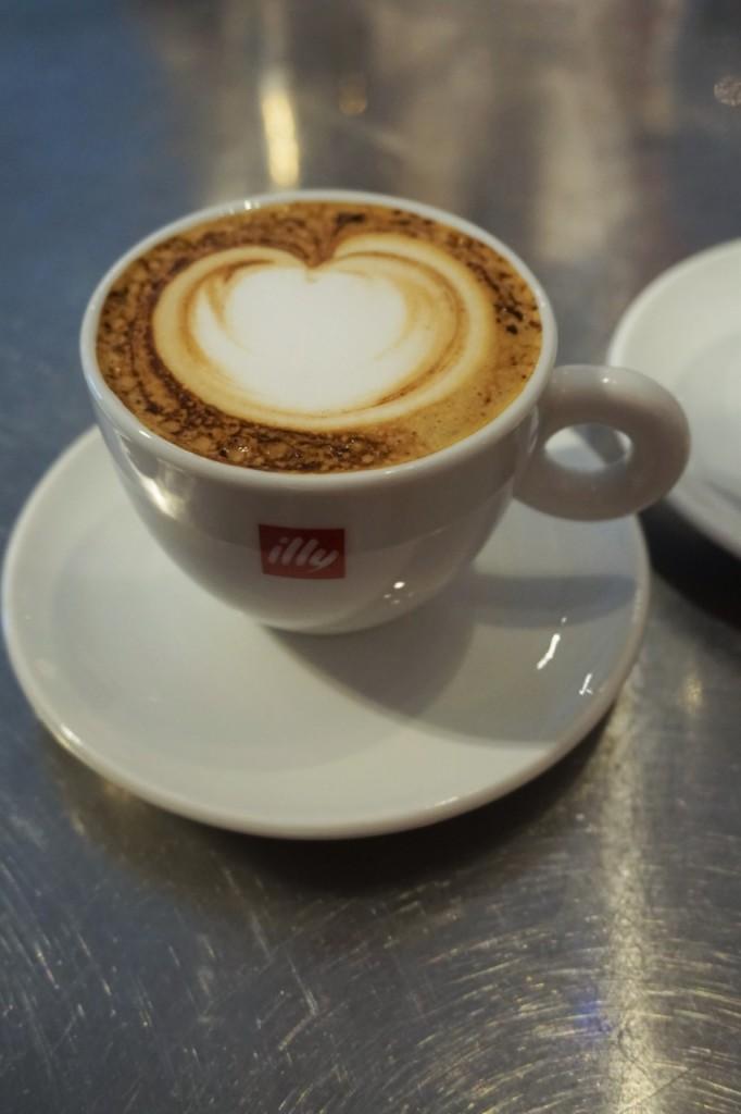 najlepsza włoska kawa capuccino illy