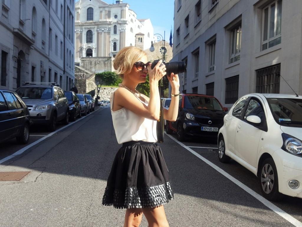 triest stylizacja czarna spódnica i biały top