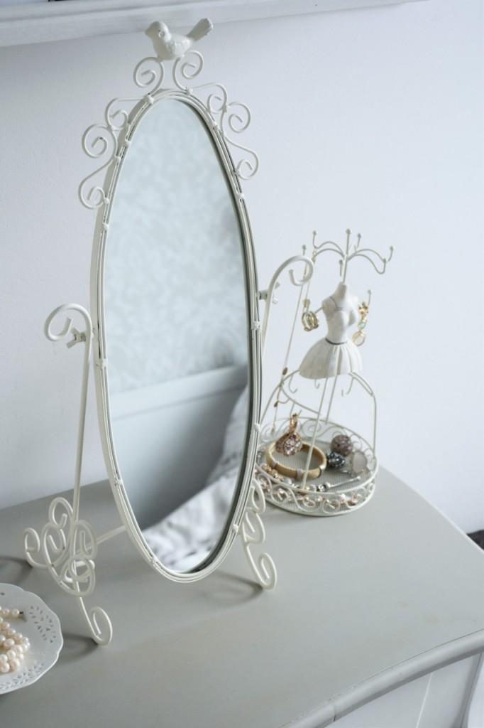 11 białe lustro na toaletkę