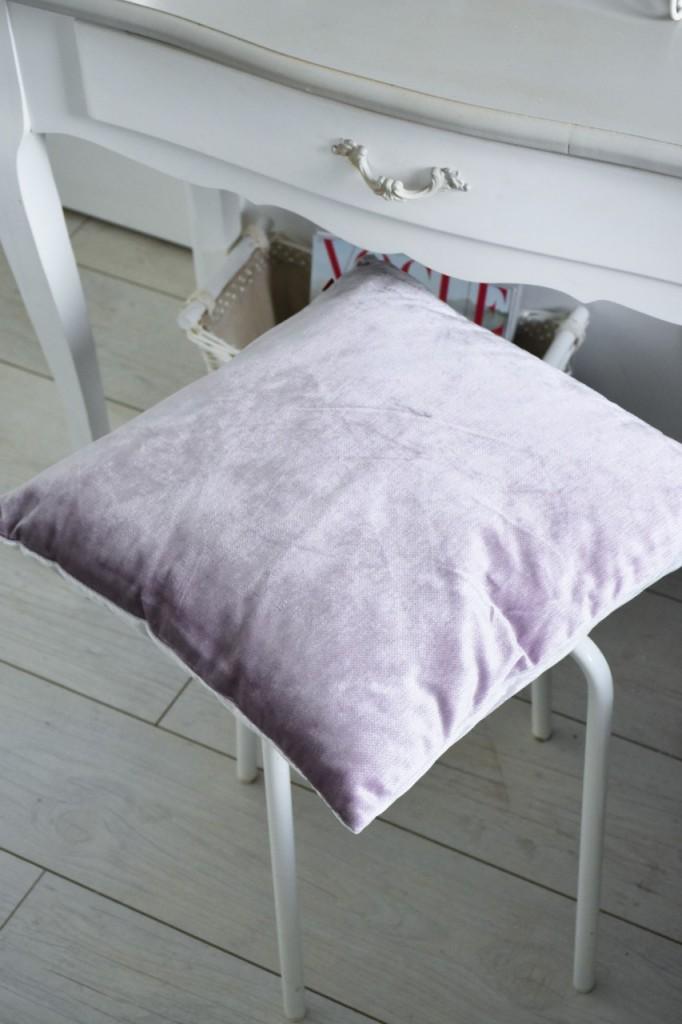 11 dodatki na tolaetkę blog białe wnętrza anna zając blog2 poduszka na krzesło