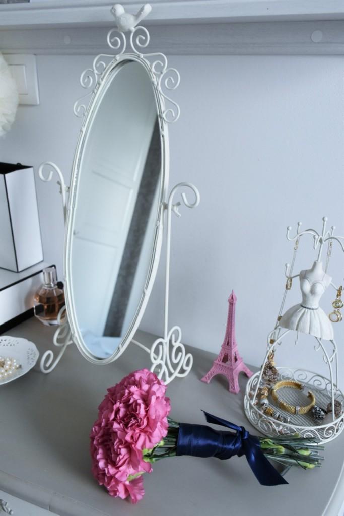 11 kwiat na toaletce przechowywanie biżuterii blog wnętrza3