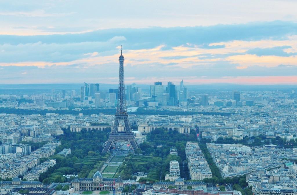 wieża eiffla ciekawe miejsca w paryżu5