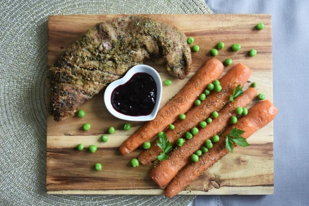 przepis-na-obiad-poledwiczka-w-ziolach-z-warzywami-blanszowanymi45