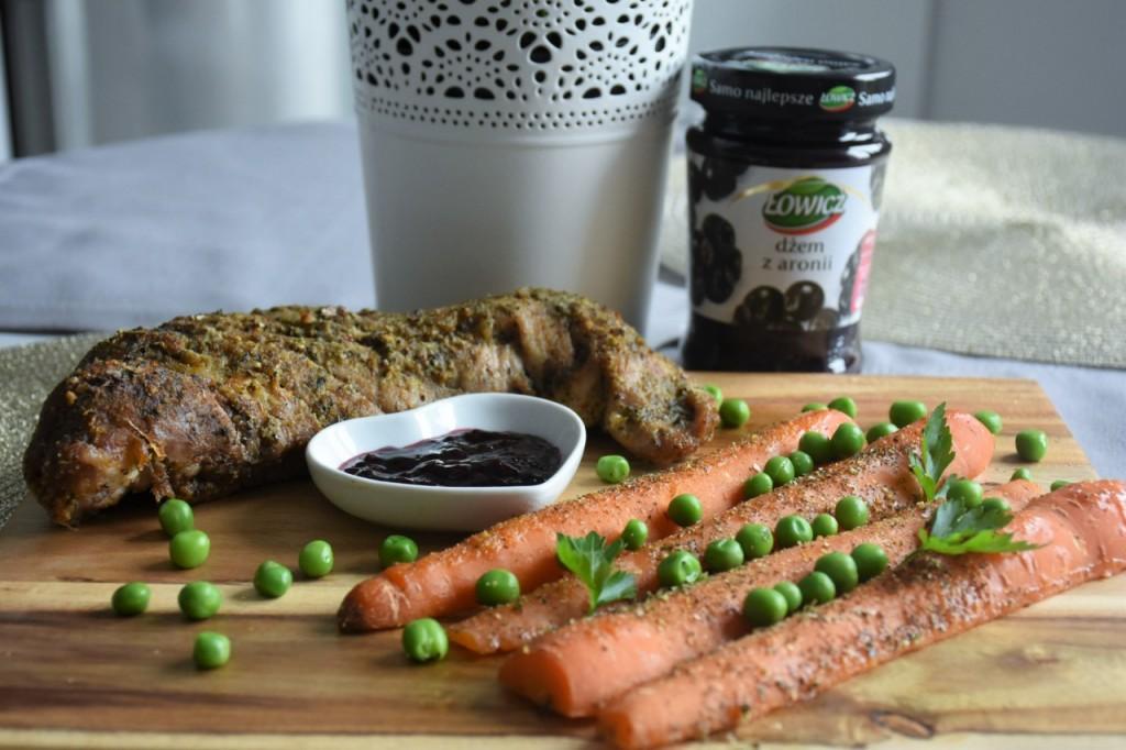 przepis-na-obiad-poledwiczka-w-ziolach-z-warzywami-blanszowanymi47