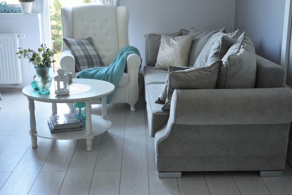 angielski-fotel-uszak-bialy-blog-wnetrzarski-ania-zajac-fashionable60
