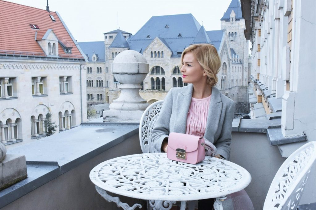 bluzka-pudrowy-roz-cos-i-torebka-furla-blog-moda-lifestyle-ania-zajac17