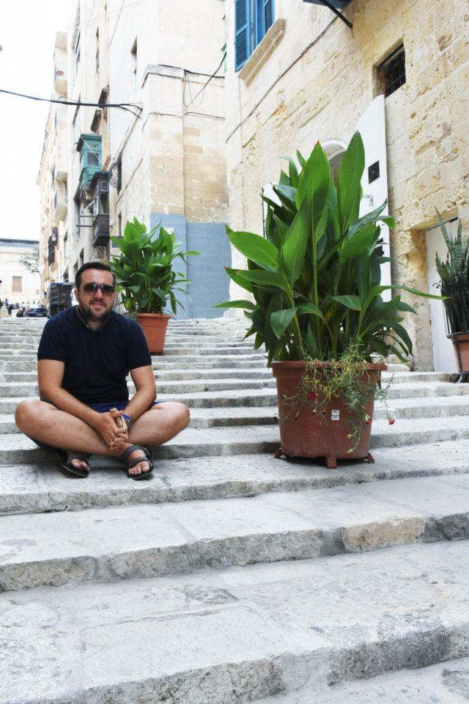 stylizacja-kamizelka-khaki-liu-jo-blog-modowy-lifestyle-malta4