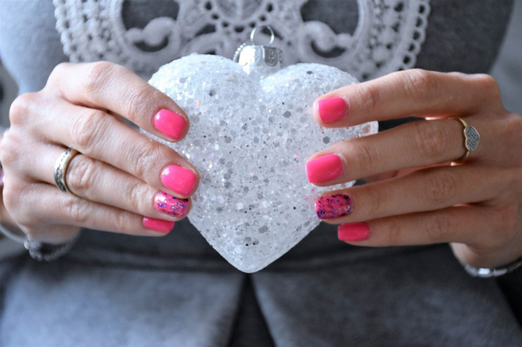 manicure hybrydowy fuksja 1