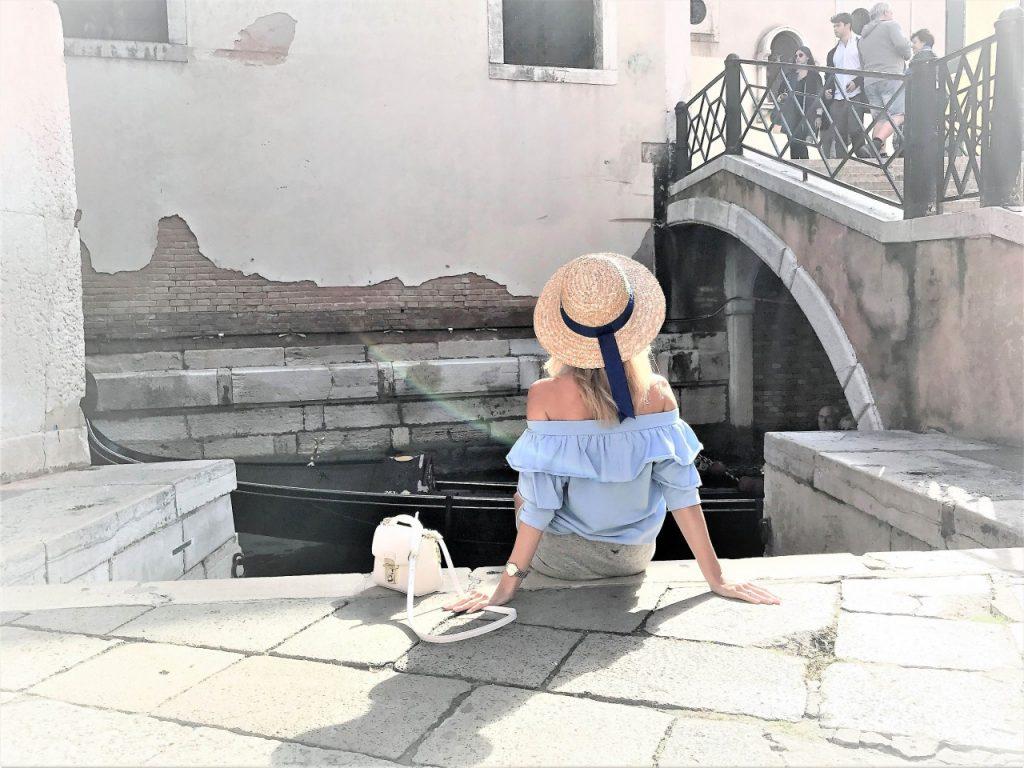 stylizacja by insomnia błękitna bluzka Anna Zając_
