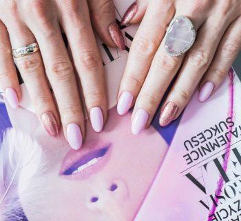 manicure pastele hybrydowy