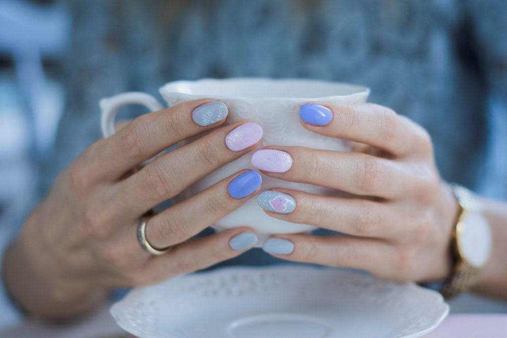 manicure z serduszkiem